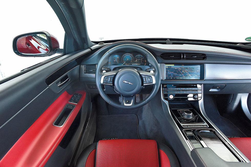BMW Serie 5 Touring vs Jaguar XF Sportbrake y el Volvo V90