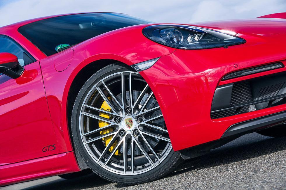Audi TT RS vs BMW M2 y Porsche 718 Cayman GTS