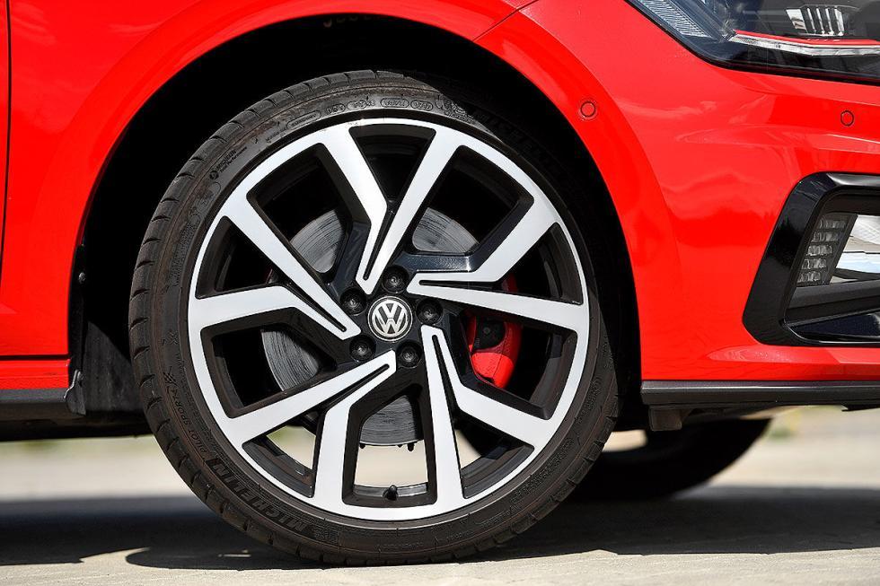 Ford Fiesta ST vs Volkswagen Polo GTI