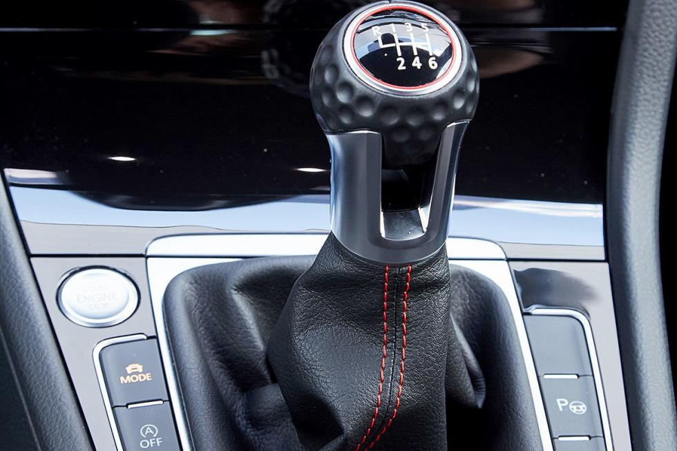 Mercedes Clase A 250  contra el Volkswagen Golf GTI Performance