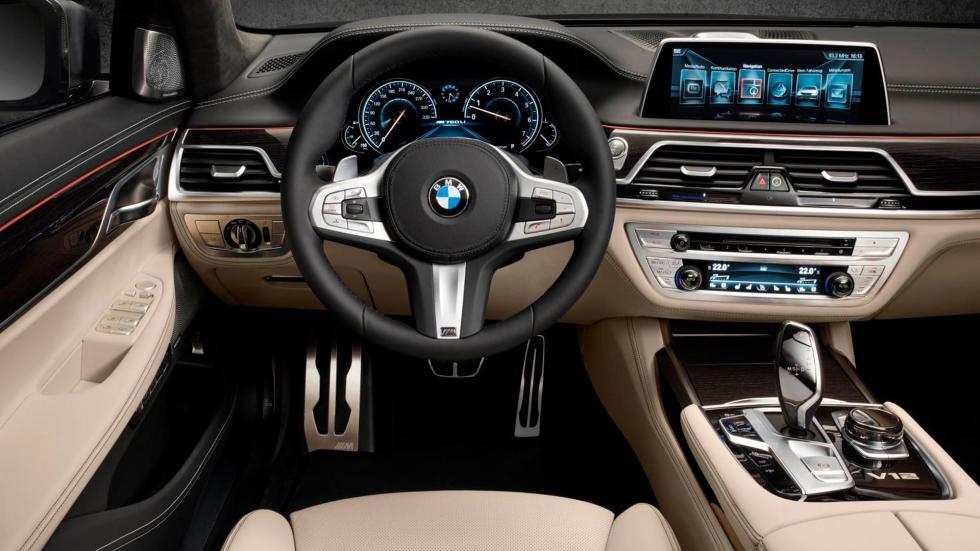 BMW M760Li XDrive, interior