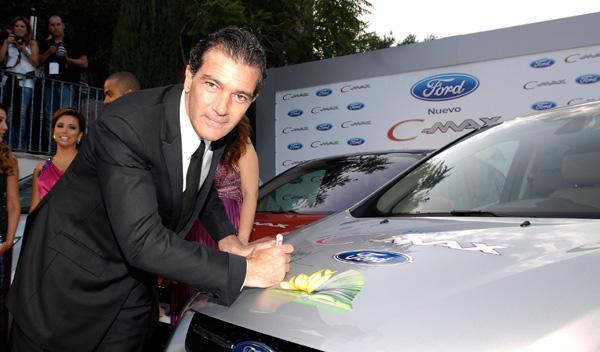 Fotos: Ford dona tres C-Max en la gala Starlite