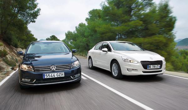 Coche a coche delantero del Peugeot 508 contra VW Passat