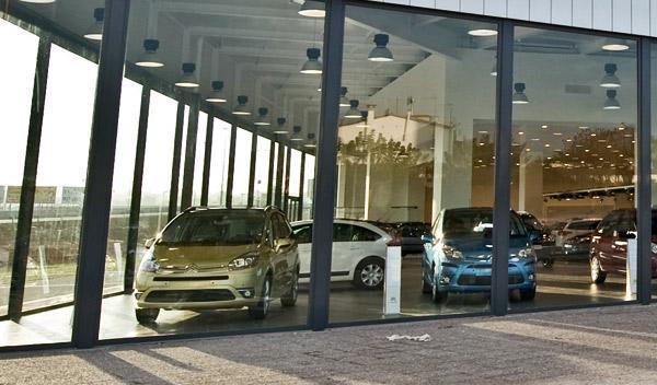 La venta de coches sigue en caída libre