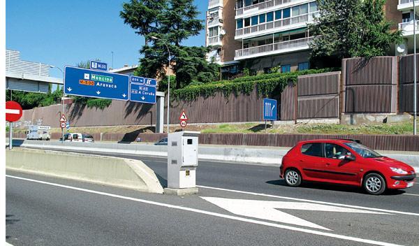 Más multas por velocidad y menos por usar el móvil