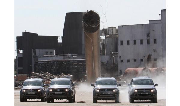 El Volkswagen Amarok derriba una chimenea frontal 1
