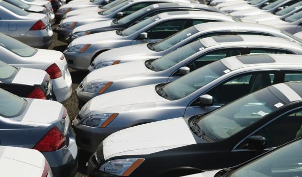 650.000 familias poseen 4 coches o más