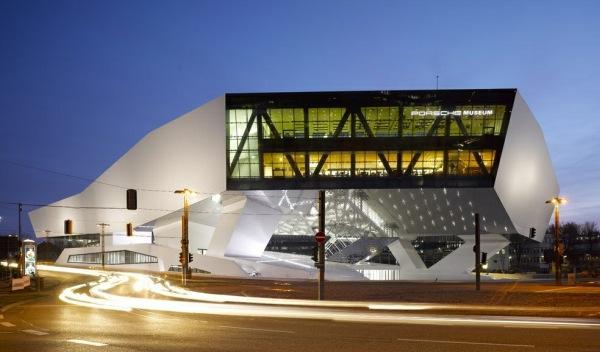 museo Porsche Noche exterior