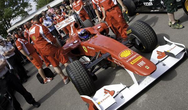 Marc Gené condujo el Ferrari F10 sobre el recorrido que llega hasta la colina