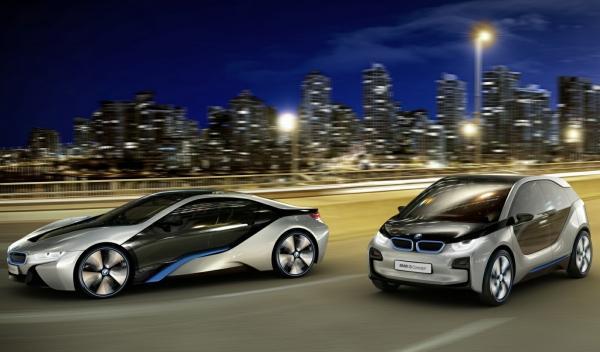 BMW i8 y BMW i3 noche