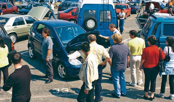 Lugo prohibirá la venta ambulante de coches en la calle