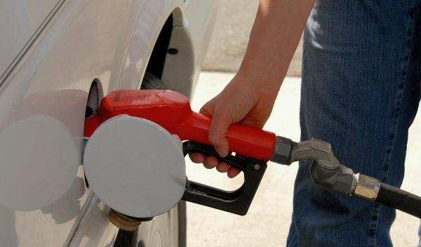 La gasolina baja un 0,3% y el gasóleo se mantiene