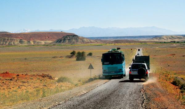 Prohibida la entrada de coches marroquíes en mal estado