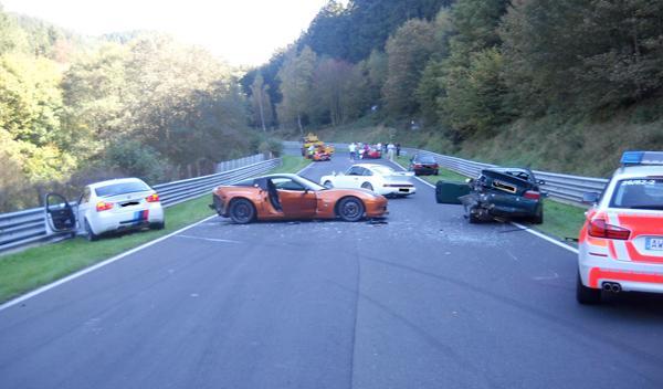 Ocho coches sufren un accidente múltiple en Nürburgring