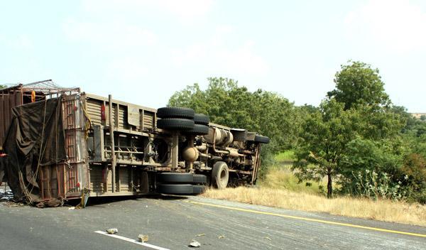 Increíble accidente de un camión en la A-3