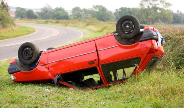 Mueren dos jóvenes en un accidente de coche en Pontevedra