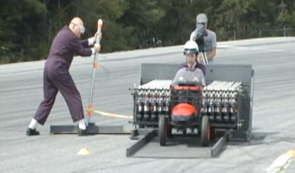 Mark II, un coche movido por Coca-Cola y caramelos Mentos