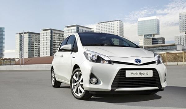 Toyota_Yaris_Hybrid_delantera
