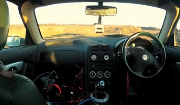 El coche que se conduce con un teléfono móvil