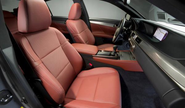 Los conductores pasan 60 horas al año sentados en el coche