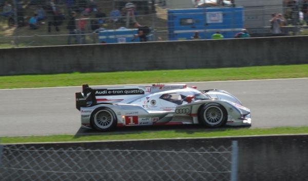 Audi-e-tron-quattro-número-1-ganador-24-horas-de-le-mans-2012-