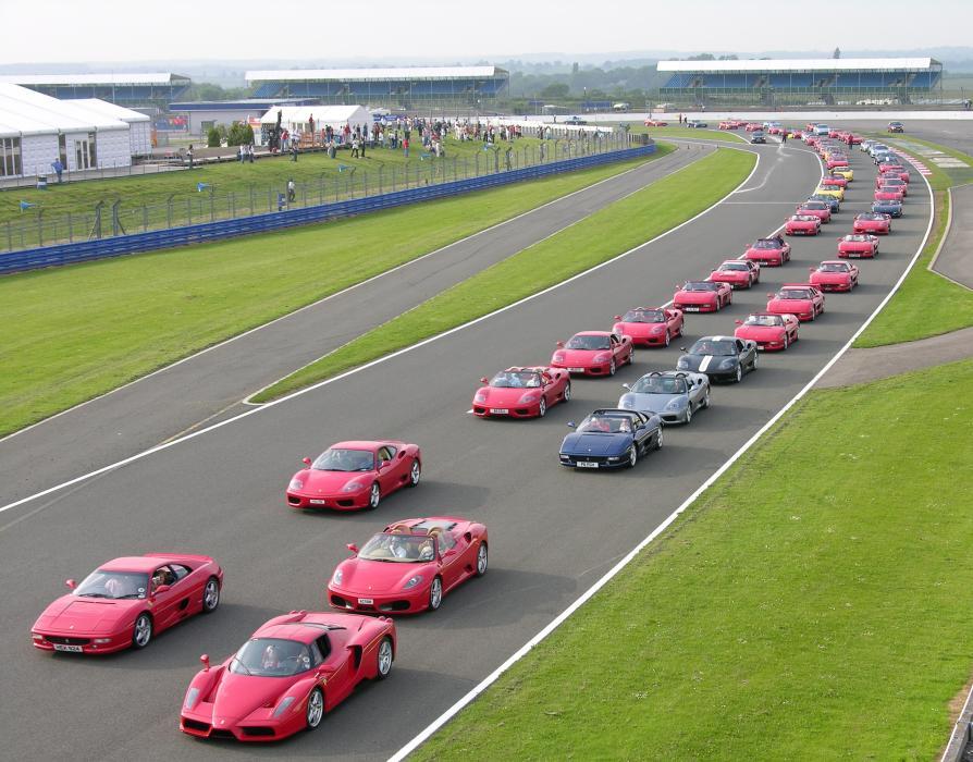 Concentración Ferrari de récord: objetivo 1.000 'cavalinos'