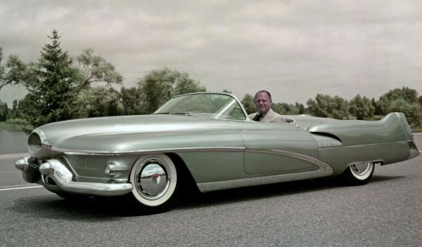 El Buick LeSabre de 1951 85 años del centro de diseño de GM
