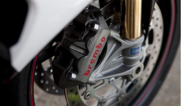 Triumph Daytona 675R frenos y suspensión