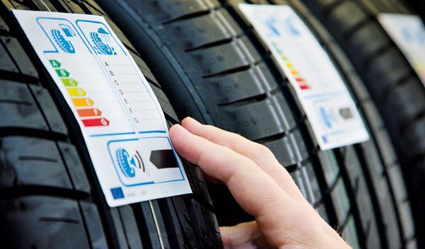 Sí a una etiqueta del neumático