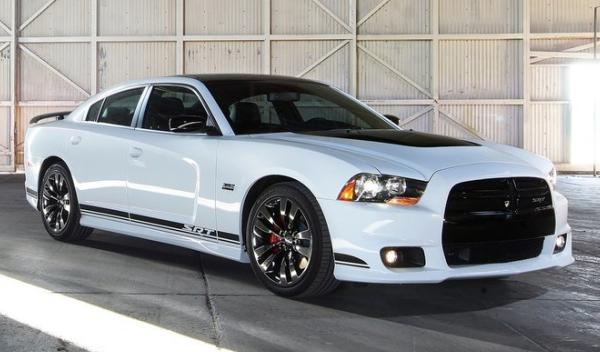 Dodge Charger SRT8 hangar