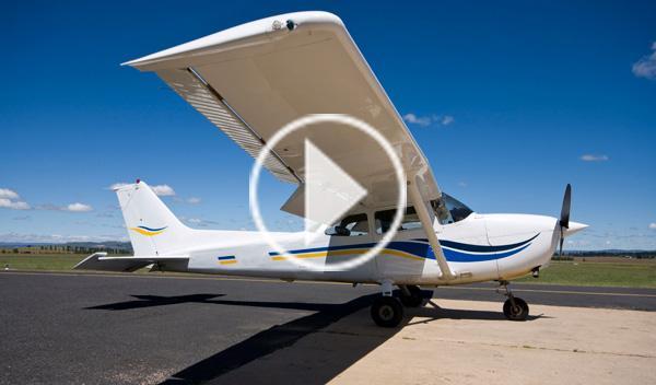 La Policía se estrella contra una avioneta con droga