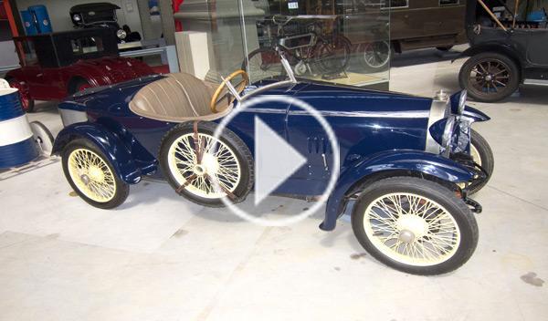 Vídeo: destroza un Bugatti T13 y se va a tomar una cerveza