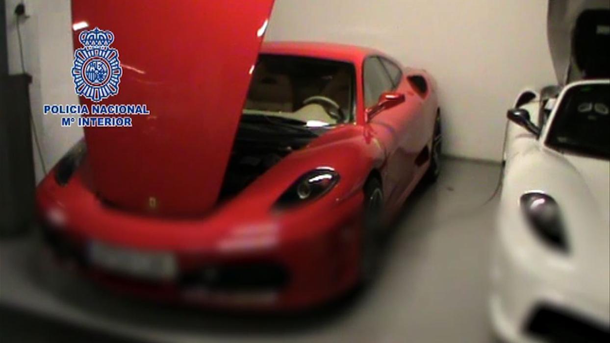 Detenida una red que transformaba coches en falsos Ferrari