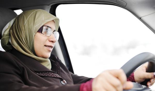 Conducir es malo para los ovarios, según un jurista árabe