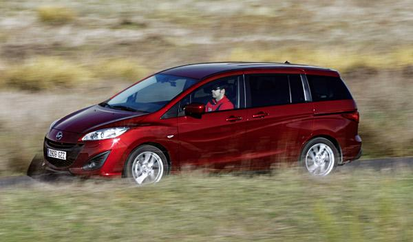 Mazda5-1.6-CRTD-frontal-exterior-movimiento