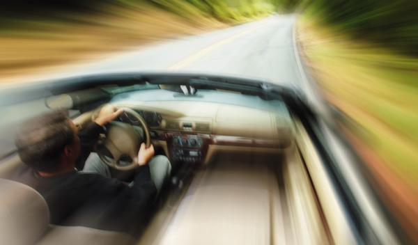 Pillado a 215 km/h y sin carné