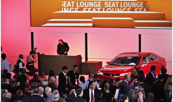 Jaime Alguersuari, DJ de Seat en el Salón de Frankfurt 2011