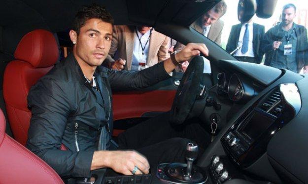 El Ferrari siniestrado de Ronaldo, a la venta en Internet