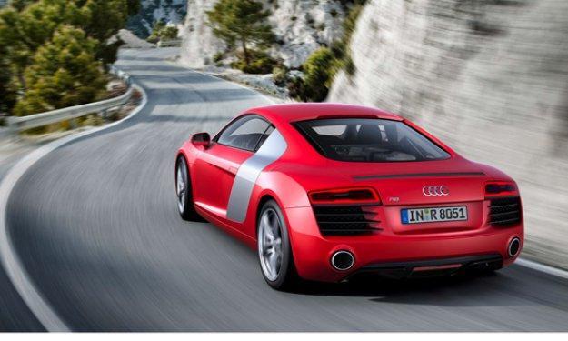Pastore estrella su Audi R8 adrede en el párking del PSG
