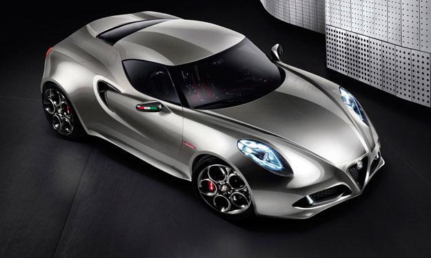 Cazan al Alfa Romeo 4C con poco camuflaje
