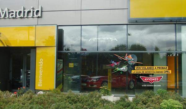 Descuento en monovolúmenes de Opel con la película: Aviones