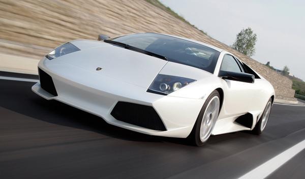 Una mujer sufre un accidente con su Lamborghini Murcielago