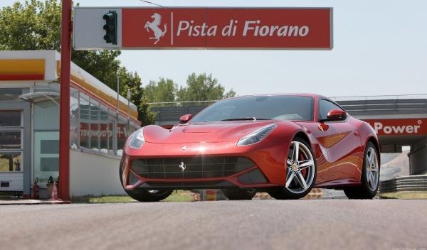 Accidente de un Ferrari F12 berlinetta en Bélgica (vídeo)