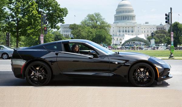 Scarlett J. y su Corvette en la nueva de El Capitán América