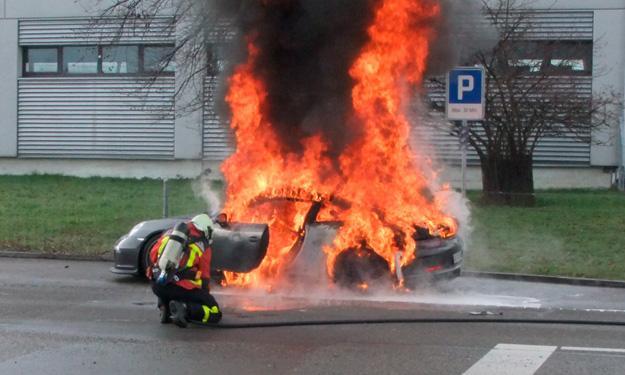 Venta del 911 GT3 podría pararse por incendio de una unidad