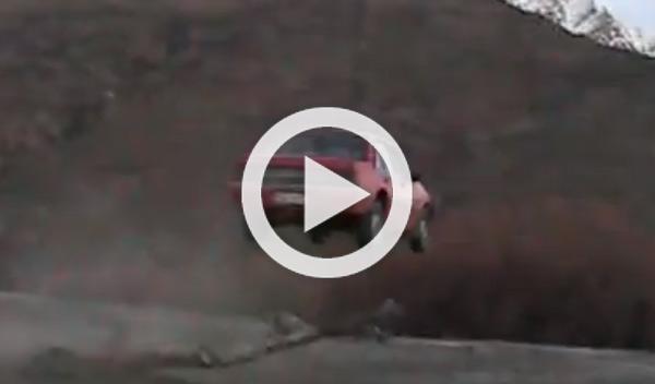 Impresionante salto del medallista Ted Ligety con un coche
