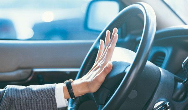 Los españoles, los europeos que más insultan al volante