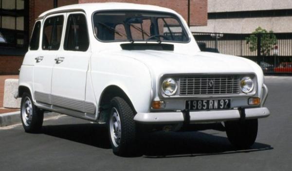 El Papa Francisco conduce un Renault 4 (cuatro latas)