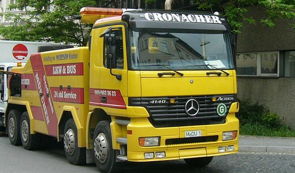 Vídeo: un camión arrastra un coche medio kilómetro en China