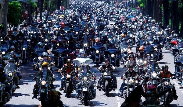La concentración Harley-Davidson Km0 calienta motores